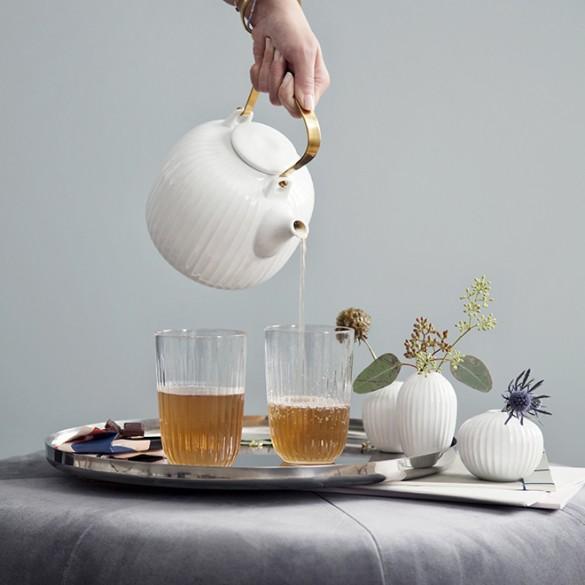 Hh_teapot_drinkingglasses_pour_white